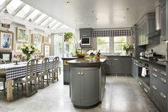 Spacious & modern grey kitchen