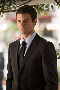 Daniel Gillies on The Vampire Diaries. I think my heart just stopped❤️❤️❤️