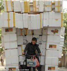 vehicules surcharges en chine 6 Ces véhicules surchargés en Chine voiture velo transport photo moto image chine camion