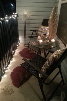 Apt balcony decorations - even for those who live in apartments - grab some large branches, stick in a bucket of sand put lights on Instant tree on your balcony - Diy Interior Design Apartment Decoration, Apartment Balcony Decorating, Apartment Balconies, Cool Apartments, Patio Ideas For Apartments, Apartment Decorating For Couples, Apartment Patios, How To Decorate Apartment, Decorating Small Apartments