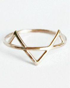 Triangle Pyramid Ring // geometric #jewelry_design With diamonds in the triangles :)