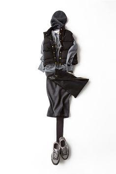 KK closet - ひざ下丈の女らしいペンシルタイトスカートを、私好みにスポーティに着る。ちょっと前ならボトムはホワイトやグレーのデニムだったところを、今年はエレガントさを加えるのがトレンド。ニットキャップをきゅっとかぶって、クラッチを抱えて……無造作なエレガンスって、目指したい大人っぽさ。