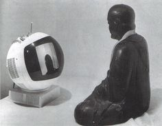 Nam June Paik    (Seúl, 1932 - Miami, 2006)    Compositor y artista coreano    TV-Budha, 1974    Monitor, cámara, estatua