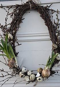 Spring Wreath - simple grapevine wreath, decorated with pussy willow, speckled eggs & bulbs. How pretty! Spring Wreath - simple grapevine wreath, decorated with pussy willow, speckled eggs & bulbs. How pretty! Speckled Eggs, Deco Floral, Egg Decorating, Easter Wreaths, Spring Wreaths, Spring Crafts, Easter Crafts, Grapevine Wreath, Willow Wreath