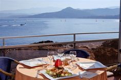 La Pietra - Pour ses clients mais également pour les particuliers, les groupes et les séminaires, l'hôtel La Pietra à l'Ile Rousse met à votre disposition son restaurant avec vue panoramique.  - #SomeroContest2015 by @RevezNexus