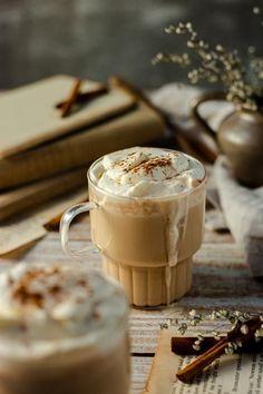 Den Getränke-Hit aus Hogwarts kannst du zuhause ganz einfach selber machen! #butterbier #rezepte #harrypotterrezepte #harrypotter #hogwarts #getränke #winter #winterrezepte