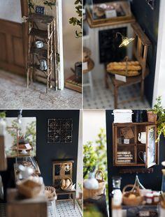 miniature*小さなカフェが出来ました。ハウスは三つにわけて外せるように作りました。と言ったら、聞こえがいいですね。何も考えずに作り始めりので壁、屋...