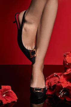 Carolina Herrera, Couture Fashion, Women's Shoes Sandals, Designer Shoes, Fashion Shoes, Kitten Heels, High Heels, Vogue, Chic