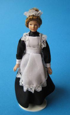 Frau Bedienung Magd Puppe für die Puppenstube Miniatur 1:12