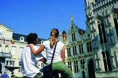 Discover #Bruges by bike ...  Are you looking for an active #citybreak? Why not visit Bruges? Cyclists enjoy a privileged position. In the more than 50 one-way streets you can cycle in both directions. For more details on our bike package deal ...  http://www.hotelnavarra.com/en/info/1421/Bike-package.html