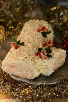 Tronchetto di Natale salato,Oggi cucina nonna Virginia Christmas Party Food, Christmas Dishes, Xmas Food, Christmas Recipes, Healthy Finger Foods, Sandwich Cake, Antipasto, Street Food, Good Food