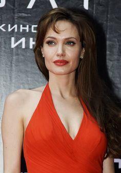 Angelina Jolie de rojo