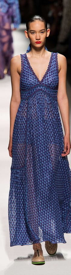 Missoni Collection Spring 2015-beautiful dress, rather unfortunate hairstyle for the model,loll