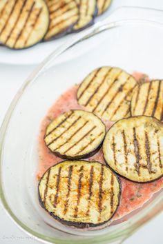 Musaca de vinete cu carne de pui | Bucate Aromate Zucchini, Deserts, Vegetables, Face, Postres, Vegetable Recipes, The Face, Dessert, Faces