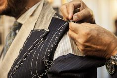 Custom-made clothing is a great choice, especially for those who are going to buy a suit for the first time. Here we have a list of details that you need to care while going to stitch your first bespoke suit. Business Outfits, Business Fashion, Business Casual, Business Style, Bespoke Suit, Bespoke Tailoring, What Is Bespoke, Expensive Suits, Custom Made Clothing