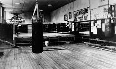 Old school boxing gym. Reminds me of the Dungeon Boxing Club in Rockingham, NC. Boxing Club, Boxing Gym, Boxing Training, Boxing Workout, Gym Workouts, Fighter Workout, Fight Gym, Gym Interior, Retro Gym