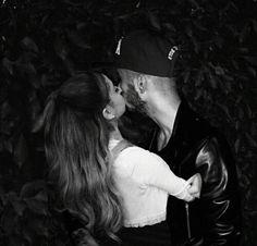 Imagem de ariana grande, zayn malik, and zariana New Chapter, Zayn Malik, Ariana Grande, Selena, My Idol, We Heart It, Love Her, Couples, Otp