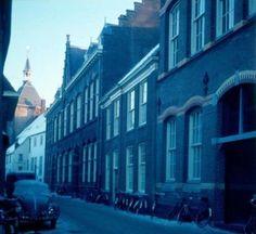 Muurhuizen 45 (Sint Josephschool), 47 (Oud-Batavia), 49a + 49b (Heilig Hartschool).
