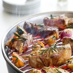 Ti aspettiamo Martedì 7 Giugno dalle ore 19,30 alle ore 22,30 con Chef Alberto Luca Somaschini al corso teorico a pagamento ( 49,00 € ) con degustazione finale. Lo Chef spiegherà come cuocere la carne al Barbeque e tanto altro !!! http://www.villamontesiro.com/corsi-di-cucina/corso/carne-al-barbeque-martedi-28-giugno/