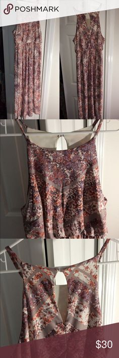 Maurice's maxi dress Size 0 (I'm more of a size 4 but it's still a little big on me) // floral print // worn one time Maurices Dresses Maxi