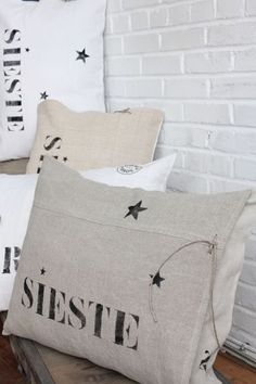 Discover recipes, home ideas, style inspiration and other ideas to try. Burlap Pillows, Decorative Pillows, Textiles, Pillow Inspiration, Shabby Vintage, Shabby Chic, Burlap Crafts, Couture Sewing, Stencil Diy