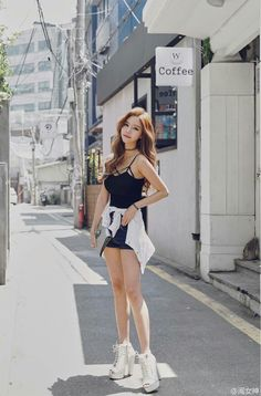 Pin by kelli vu on fashion 2018 Kpop Outfits, Girl Outfits, Cute Outfits, Fashion Outfits, Fashion 2018, Fashion Models, Girl Fashion, Womens Fashion, Korean Street Fashion