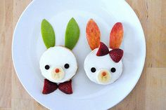 These adorable Bagel Bunnies are among our favorite easy Easter treats. The kids can make these themselves whil you prep brunch or dinner! | Handmade Charlotte