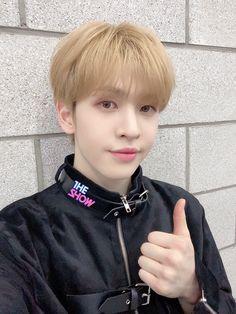Twitter Video, Hello It, April 14, Starship Entertainment, Kpop Boy, South Korean Boy Band, Pretty Boys, Boy Bands, Boy Groups