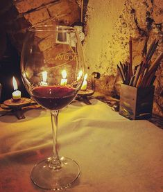 Cause art and red wine are always a perfect duo! White Wine, Red Wine, Painted Clothes, Artist Painting, Brushes, Alcoholic Drinks, Hand Painted, Candles, Glass