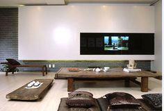Minimalist-living-room-in-Japanese-style
