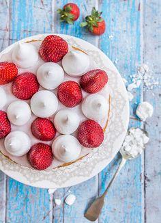 Scrumptious looking Eton mess cake by Raspberri Cupcakes! Cupcake Shops, Cupcake Cakes, Cupcakes, Meringue, Eton Mess Cake, Sweet Recipes, Cake Recipes, Yummy Things To Bake, Sandwich Cake