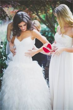 PreOwnedWeddingDresses.com Real Weddings | Photo: The Schutzes