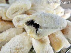 Cornulete cu mac Romanian Desserts, Mac, Sweets, Food, Bakken, Good Stocking Stuffers, Candy, Eten, Goodies