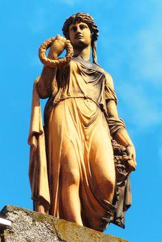 detal architektoniczny │pl. Kościuszki │Bytom │ fot. Henryk Puzio Daenerys Targaryen, Game Of Thrones Characters, Statue, Fictional Characters, Art, Art Background, Kunst, Performing Arts, Fantasy Characters