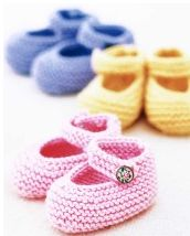 Free Baby Bootie Knitting Patterns Knit adorable and soft baby booties to keep baby's feet warm and comfy. Learn how to make baby's best booties and her first pair of Mary Janes, and get free knitting patterns for both. Knit Baby Shoes, Baby Booties Knitting Pattern, Knitted Booties, Crochet Shoes, Crochet Baby Booties, Knitting Patterns Free, Free Knitting, Crochet Patterns, Crochet Slippers