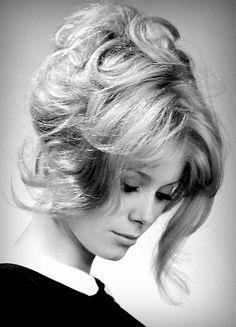 Catherine Deneuve photographed by Walter Carone, 1963 Catherine Deneuve, French Beauty, Timeless Beauty, Classic Beauty, Vintage Beauty, Pelo Vintage, 60s Hair, Humphrey Bogart, French Actress