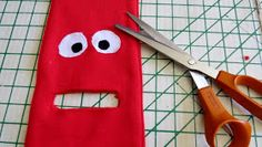 Creating my way to Success: Monster Toilet Paper Dispenser - a novelty gift tutorial Diy Toilet Paper Holder, Toilet Paper Crafts, Toilet Paper Dispenser, Sewing Projects For Beginners, Sewing Tutorials, Christmas Toilet Paper, Halloween Templates, Felt Crafts Patterns, Acorn Crafts