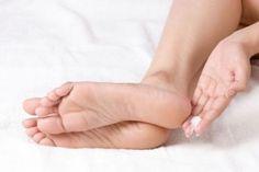 Stvrdnuté PÄTY do sandálov nepatria! Pomôžu vám účinné tipy!
