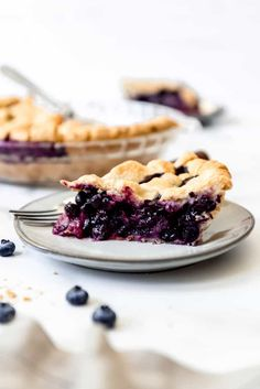 Deliciously sweet and juicy with a buttery, flaky crust, nothing quite compares to a classic Homemade Blueberry Pie! It's the ultimate summer dessert with plump, fresh or frozen blueberries for an easy blueberry pie filling and my perfect pie crust that wins every time! #pie #blueberries #blueberrypie #best #recipe #easy #fresh #frozen #fromscratch #homemade Frozen Blueberry Pie, Best Blueberry Pie Recipe, Homemade Blueberry Pie, Blueberry Recipes, Homemade Pie, Fruit Recipes, Dessert Recipes, Dessert Ideas, Baking Recipes