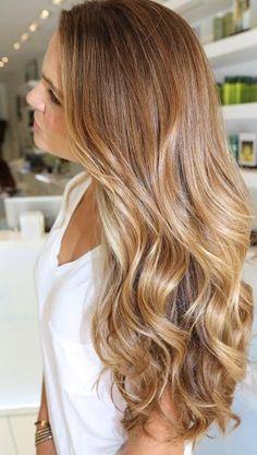 Cuidar bem dos cabelos longos é o segredo para a mulher conquistar vários olhares.