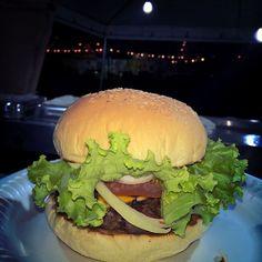 150 gramas de pura carne... Um molho que só tem no gojira... Assado na brasa salada fresquinha... Não tem o que falar ! Só experimentando mesmo !!! Ficamos na rua GB41 quadra 66 jardim Guanabara 3  ate as 23 hrs venham experimentar ! #grill #burger #instagood #streetfood #instafood #gojira #foodtrailer #hamburger #hamburguer #churrasco by josephchaveiro
