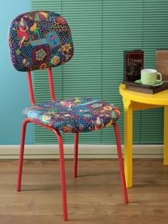 É muito fácil forrar uma cadeira, por isso renove a sua decoração (Foto: Divulgação)