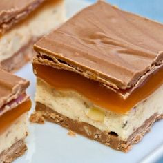 Coconut Caramel Candy Bars (like a Mars bar) - I think I just gained 5 lbs looking at the picture. Coconut Desserts, Just Desserts, Delicious Desserts, Yummy Food, Coconut Candy, Candy Recipes, Sweet Recipes, Dessert Recipes, Dessert Ideas