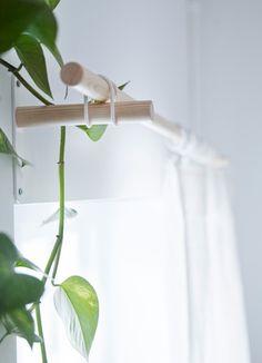 simple wooden curtain rods w/ rubber bands | IKEA Catalog 2016 | 01 SANNOLIKT Ensemble de tringle à rideaux