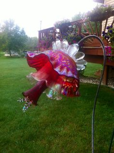63 Super Ideas For Yard Art Flowers Garden Projects Glass Garden Flowers, Glass Plate Flowers, Glass Garden Art, Flower Plates, Glass Art, Art Flowers, Vintage Flowers, Flowers Decoration, Fresh Flowers