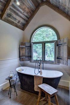 Barnwood Bathroom Decor. luv the bath & floor