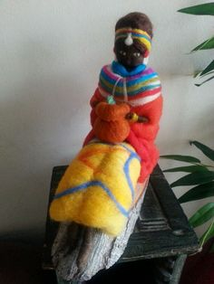 Escultura fieltro agujado  Hermosa mujer masai