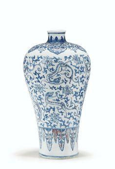 Rare vase meiping en porcelaine bleu blanc et rouge de cuivre, Dynastie Qing, Époque Qianlong (1736-1795)
