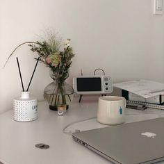 Room Wall Decor, Bedroom Decor, Light Study, Minimalist Room, Desk Setup, Study Inspiration, Design Inspiration, White Aesthetic, Korean Aesthetic