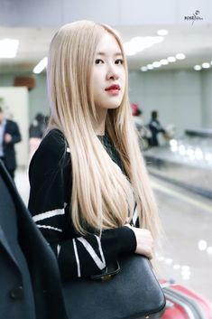 Korean Women, South Korean Girls, Korean Girl Groups, Blackpink Fashion, Hair Reference, Park Chaeyoung, Female Singers, Hair Color, Long Hair Styles